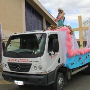 3 mil veículos participam de procissão motorizada em homenagem a Nossa Senhora Auxiliadora em Joinville