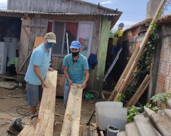 Terço dos Homens do Adhemar Garcia reforma casa