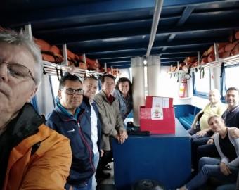 Comitiva na lancha para o distrito do Saí (foto anterior à pandemia)