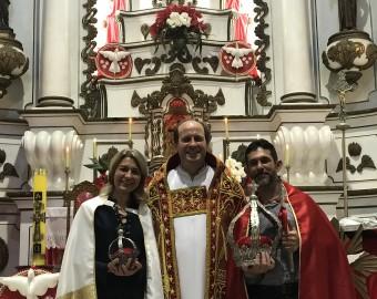 Imperadores atuais de São Francisco do Sul e padre Mário (foto anterior à pandemia)