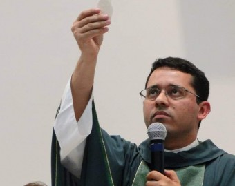 Padre Ivan Lopes do Nascimento
