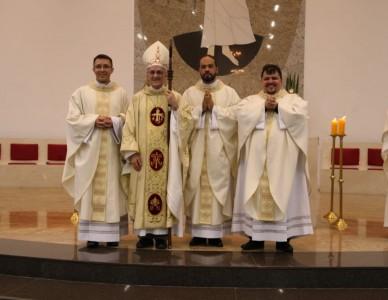 Três novos padres são ordenados em Joinville