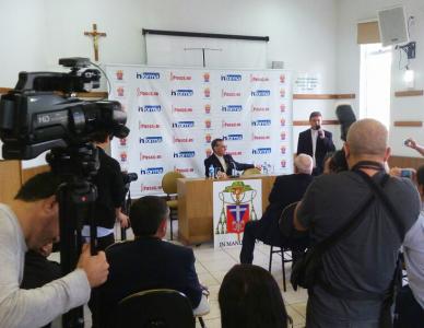Dom Francisco participa de coletiva de imprensa