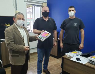 Conselho Carcerário entrega tablets para presídio e penitenciária de Joinville