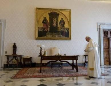Papa reza o Pai-Nosso implorando misericórdia pela humanidade provada