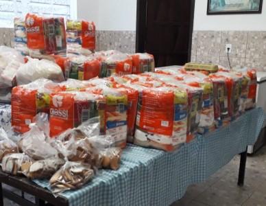 Paróquia Nossa Senhora de Belém entrega cestas básicas para 39 famílias