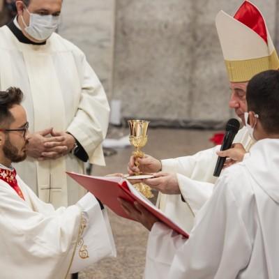 Rodrigo Tascheck é ordenado padre, em Rio Negrinho